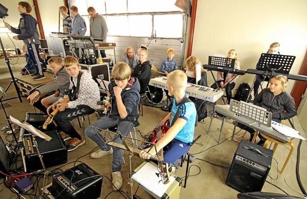 Det var naturligvis også eleverne, der sørgede for musikken til den fine forestilling. Foto: Jørgen Ingvardsen