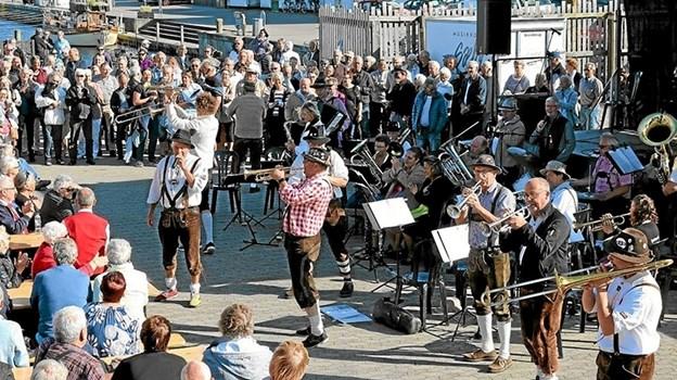 Der er garanti for fest og stemning når Sæby Tyrolerorkester optræder på Sæby Torv lørdag den 20. april Foto: Tommy Thomsen