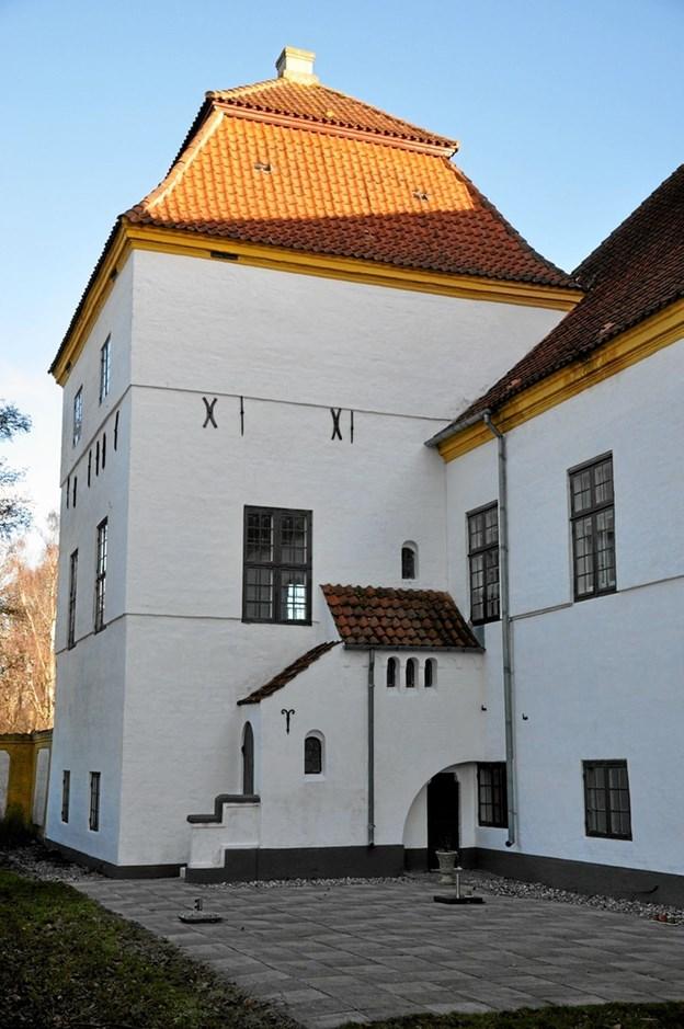 Handelsmanden Jacob Severin ejede Dronninglund Slot 1735-53 og fik bygget denne spøjse lille tilbygning til slottets vestfløj, så hans forretningsforbindelser kunne komme ind og gå op ad trappen til hans kontor, uden at de generede den private husholdning.Foto: Ole Torp Ole Torp