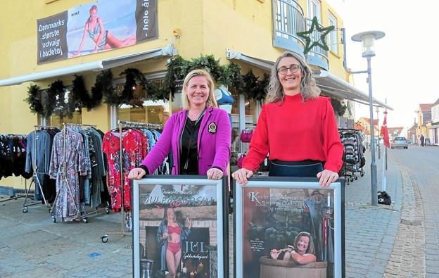 Ejer Helle Svendsen og fotograf Kirsten Bøjstrup foran Blonde Huset. Foto: Kirsten Olsen