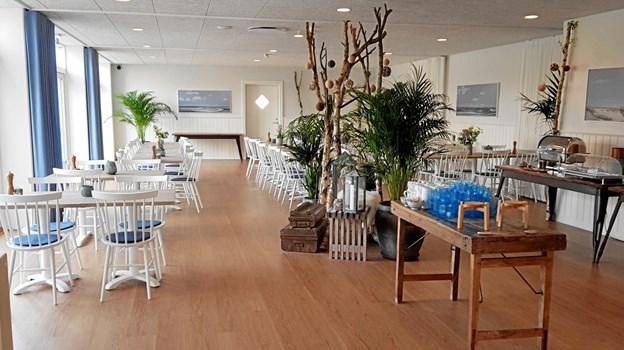 Morgenmadsrestauranten flot pakket ind med den varme farve, flotte dekorationer og Skagen malerier på væggen. Lokalet bliver også brugt som selskabslokale. Foto: Ole Svendsen