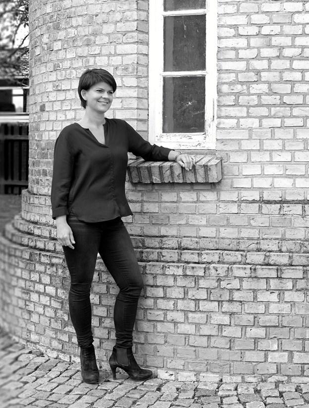 """Den lokale forfatter, Sandra O'Brien, vil som indledning til Ord i Nord præsentere sin nye novellesamling med titlen """"Når månen går ned"""" i en samtale med Lena Borup Green fra biblioteket. Privatfoto Jogvan Olsen,Depotvej 2,DK9200 Aalbo"""