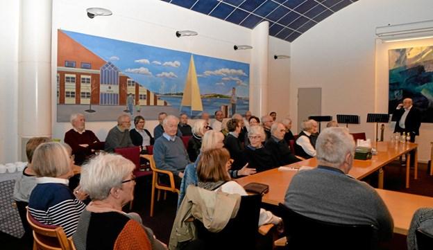 """Perfekte omgivelser i den gamle """"byrådssal"""" til foredrag. Foto: Mogens Lynge Mogens Lynge"""