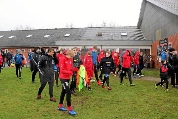 Der var glæde og store forventninger til den kommende sæson blandt klubbens ca. 170 ungdoms spillere inden det stod på træning. Foto: Tommy Thomsen Tommy Thomsen