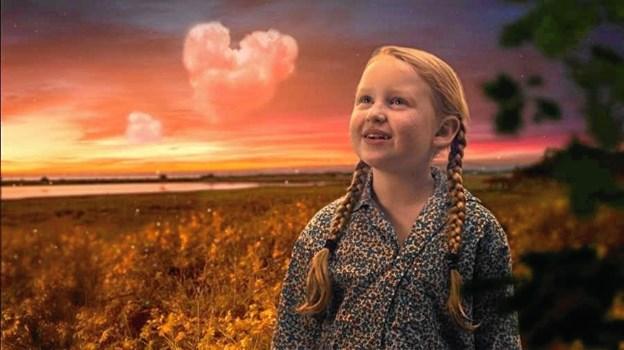 """Nanna Marqvorsen spiller rollen som den syv-årige pige Anna i den nye danske børnefilm """"Kaptajn Bimse"""".  PR-foto"""
