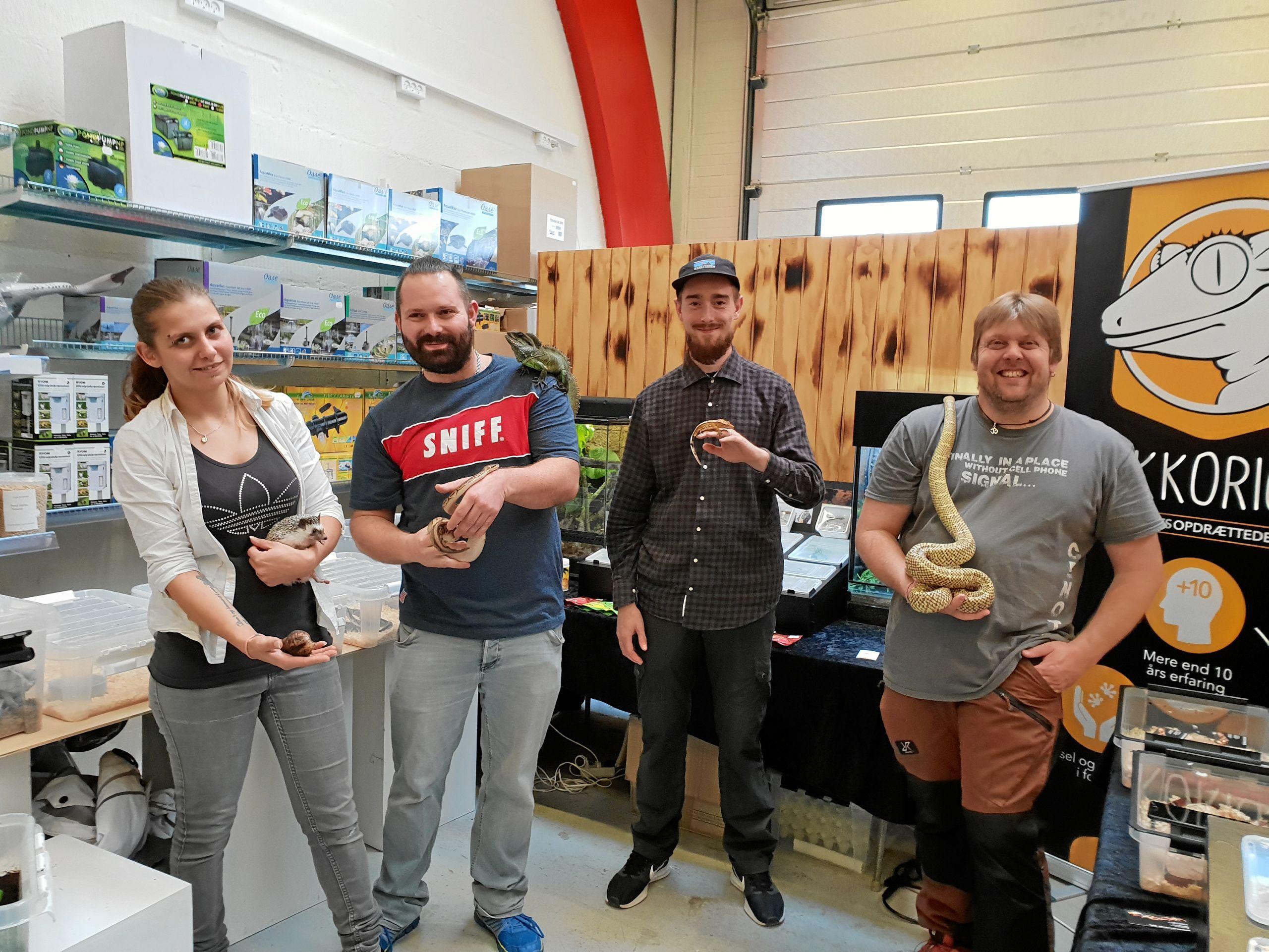 Hobbyfolkene stillede op med deres hobbydyr i Lunds Dyrehandel.