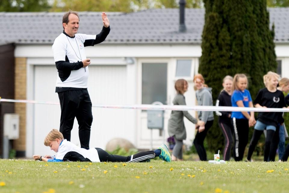 Leder på Bymarkskolen John Schulz tog tid på 60 meterbanen Torben Hansen