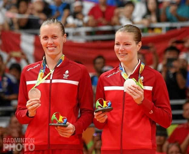 I løbet af aftenen kigger All England vinderne Christinna Pedersen og Kamilla Rytter Juhl forbi