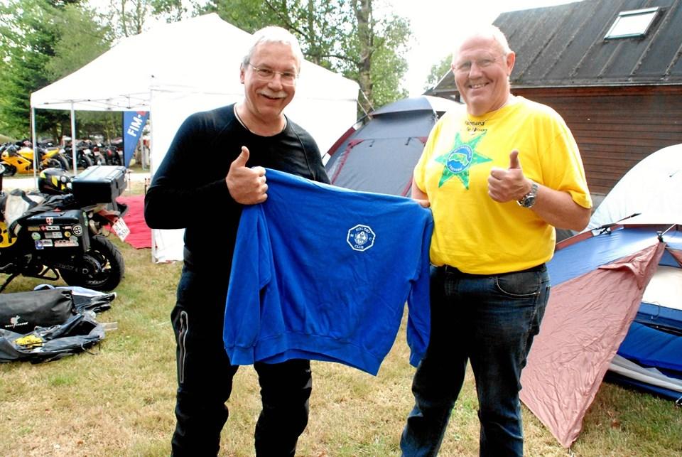 Thierry Quiche med sit 21 år gamle minde om besøget hos Koldby MC og Nis de Lasson var imponeret over den var med igen.