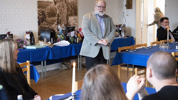 Der var stort rykind på Landboskolen, da fotograf Henrik Louis Simonsen i går fejrede 25 års jubilæum. Foto: Kim Dahl Hansen