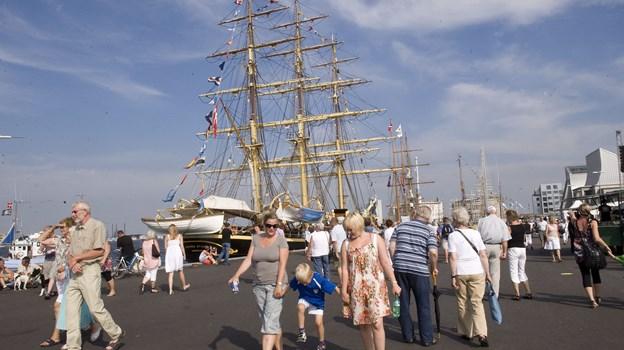 - Alle mand af huse - der er sejlskibe i havnen. The Tall Ships Races er en ægte publikumsmagnet, og hvis ellers alt flasker sig, så er der i år en god chance for at sætte en ny rekord med måske helt op til ca. 900.000 gæster på kajen i Aalborg og Nørresundby. Arkivfoto: Grete Dahl