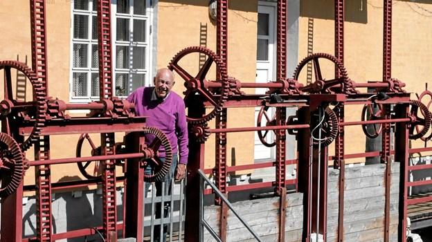 Christian Lautrup er også tilsynsførende ved det gamle elværk, og kan fortælle en god historie om det. Foto: Peter Jørgensen