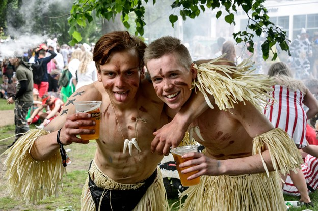 For mange er karneval uløseligt forbundet med masser af sprut og øl. Men fremover vil Aalborg Karneval også sælge alkoholfrie øl.Arkivfoto: Nicolas Cho Meier