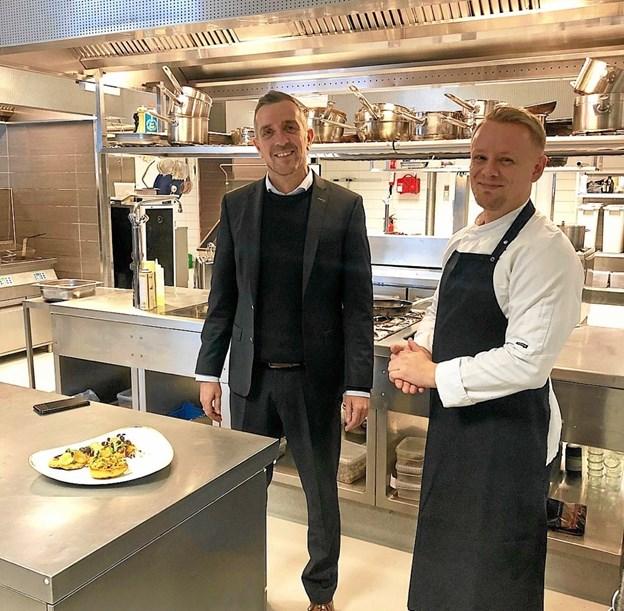 Direktør Mark Bering og køkkenchef Magnus Toft Pedersen - satser bl. a. på at lokke flere lokale til Gatten med gourmet-oplevelser i golfcenterets restaurant. Privatfoto