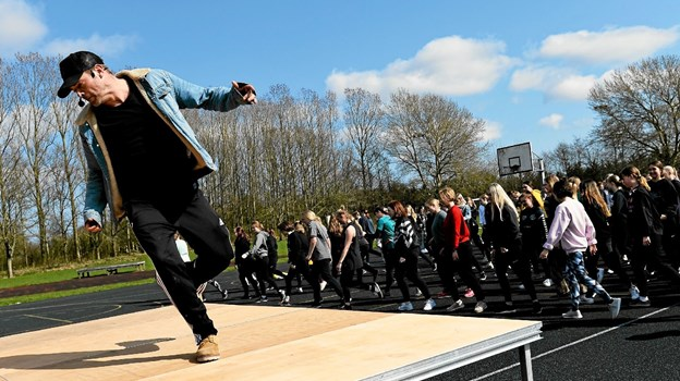 Silas Holst rundede af med en danseinstruktion for 450 elever. Privatfoto