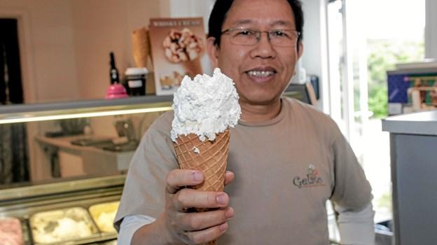 Nyeste is er en whiskey cream, som er blevet et rigtigt hit blandt de voksne, fortæller Anh Vu Khuu. Foto: Peter Jørgensen Peter Jørgensen