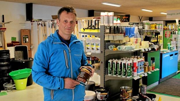 Firmaet forhandler også topkvaliteter i maleprodukter. Foto: Hans B. Henriksen Hans B. Henriksen