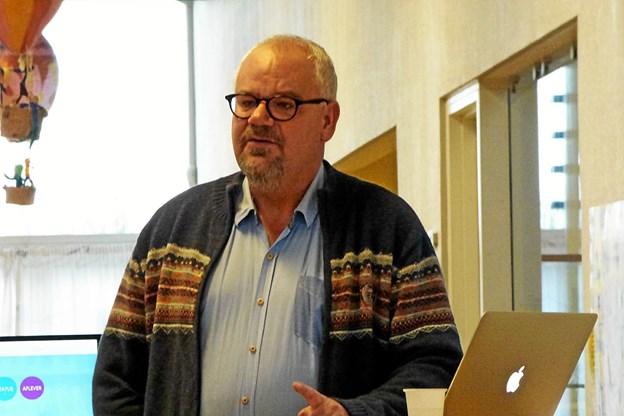 Det lokale byrådsmedlem Peter Muhl orienterede om skolesagens gang i byrådssalen. Foto: Ejlif Rasmussen Ejlif Rasmussen
