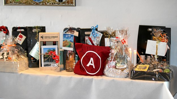 Der var fine gaver til jubilæet. Foto: Flemming Dahl Jensen Flemming Dahl Jensen
