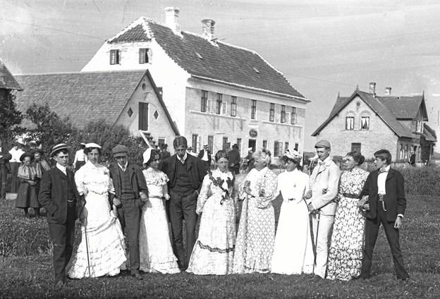 Steen Poulsen fortæller om badeferie i gamle dage.Foto: Egnssamlingen i Saltum