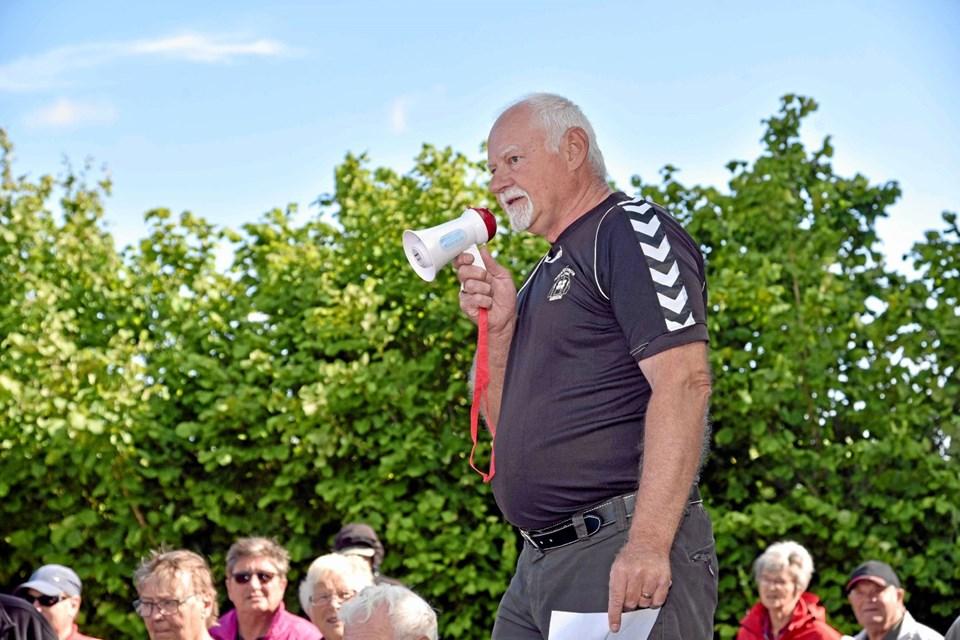 Carl Christian Olsen fra Kroketudvalget Vendsyssel under DGI bød de 116 spillere fra 18 klubber i Vendsyssel velkommen til stævnet. Foto: Niels Helver