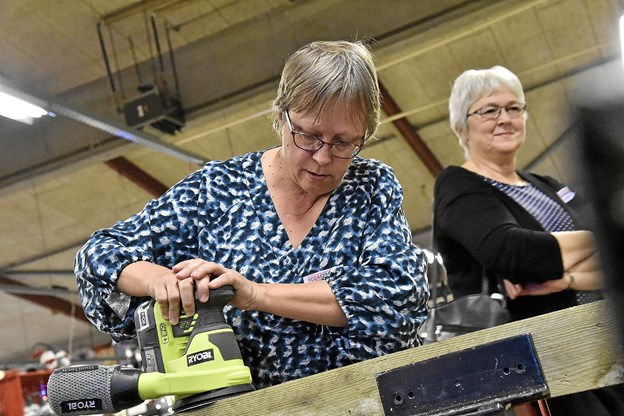 Ryobi værktøj i et nyt system med batterier der passer til alle slags værktøj fik kvinderne lov at prøve.