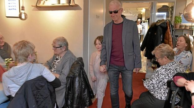 Også tøjet til herrerne blev vest frem ved Annes Hus´ to modeshows. Foto: Ole Iversen Ole Iversen