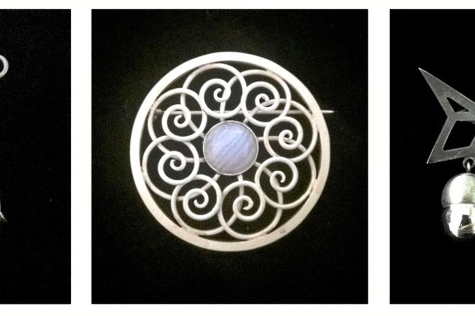 Her nogle eksempler på Louise Viborg Petersens smykker, og hun lægger ikke selv skjul på, at hun har en forkærlighed for især øreringe. Foto: Louise Viborg Petersen