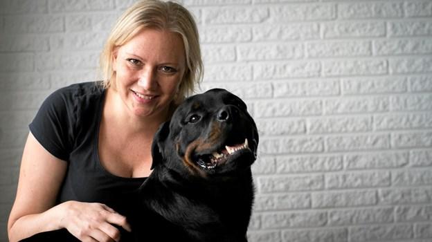 Lotte Meyer har etableret sig som hundemassør i Vester Hassing. PR-foto