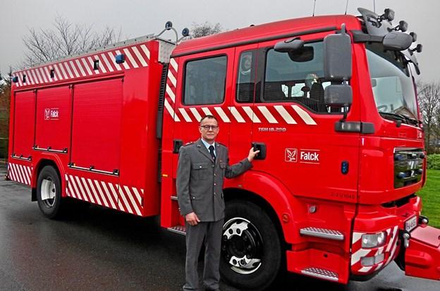 Brandstationsleder Niels Anker Møller ved den ny brandsprøjte, der tages i brug i begyndelsen af januar måned. ?Foto: Ejlif Rasmussen Ejlif Rasmussen