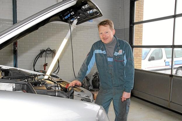 Poul Erik Jensen startede i lære hos Kaas Autoværksted for 40 år siden. Foto: Flemming Dahl Jensen