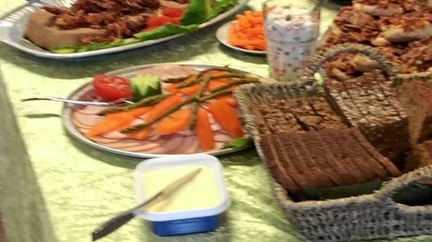 Det hele blev krydret med lækker mad. Foto: Privat Privat