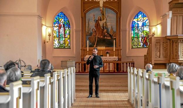 Organist Asbjørn Høgholm bød de fremmødte velkommen til orgelkoncerten og fortalte om eftermiddagens program. Foto: Mogens Lynge