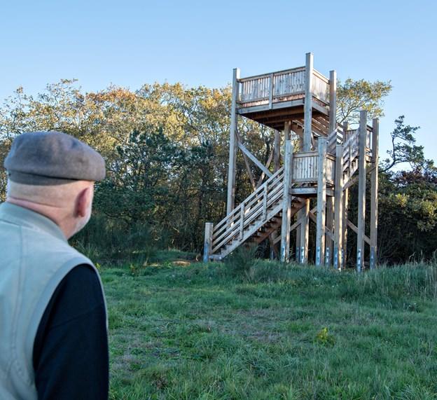 Nyt udsigttårn ved Hallund affløser det gamle som de blev tvunget til at rive ned. Foto: Kurt Bering