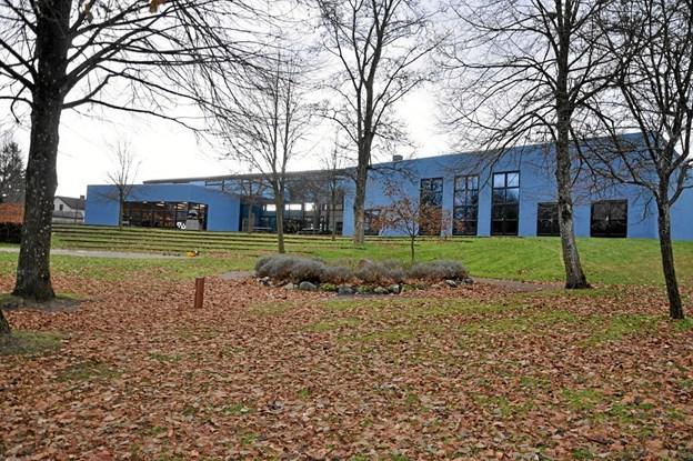 Kulturhuset i Hjallerup pynter vældigt i bybilledet og især kombinationen med parken er særdeles vellykket.Foto: Ole Torp Ole Torp