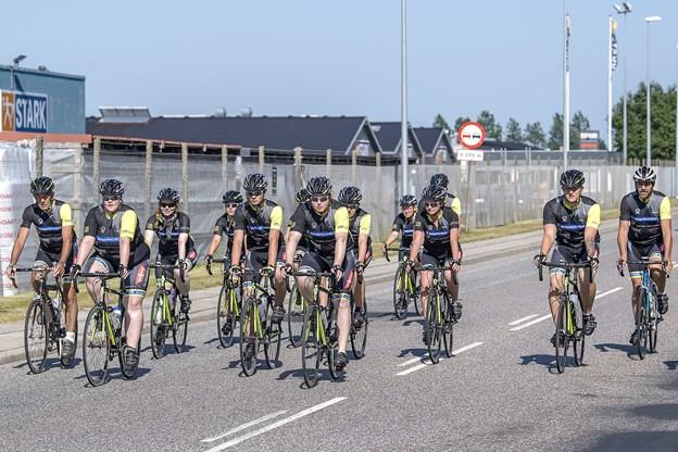 De unge og deres trænere for første gang på landevejen i deres spritnye køredragt, som selvfølgelig også bæres til Berlin.