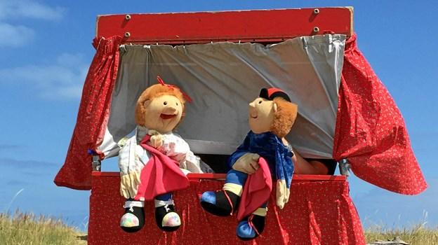 Dukketeater i det fri foregår seks gange i løbet af sommeren.