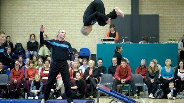 Vrå Gymnastikforening får tilskud til at etablere et sprincenter i Idrætscenter Vendsyssel. Billedet er fra en tidl. opvisning i centret med seniorgymnaster.    Arkivfoto: Bente Poder