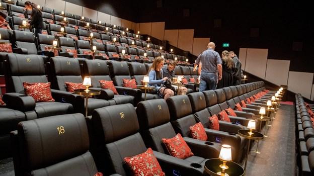 De første premieregæster indtog pladserne i biografens store sal. HENRIK LOUIS