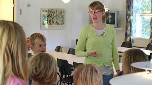 Elisabeth Holdensen er konsulent i Danmarks Folkekirkelige Søndagsskoler besøger Strandby 26. maj