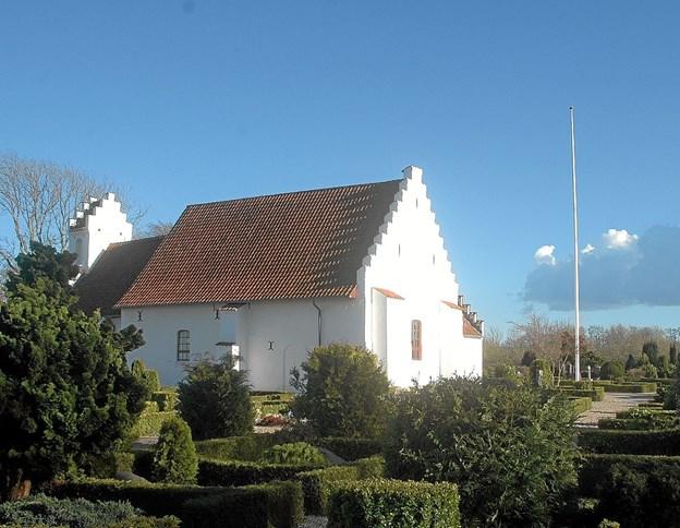 Gåturen begynder ved kirken i Skelund, men kommer man kørende vil det være klogest at køre til kirken i Visborg, hvis man da ikke ønsker at gå tilbage til Skelund kirke. Foto: Ejlif Rasmussen