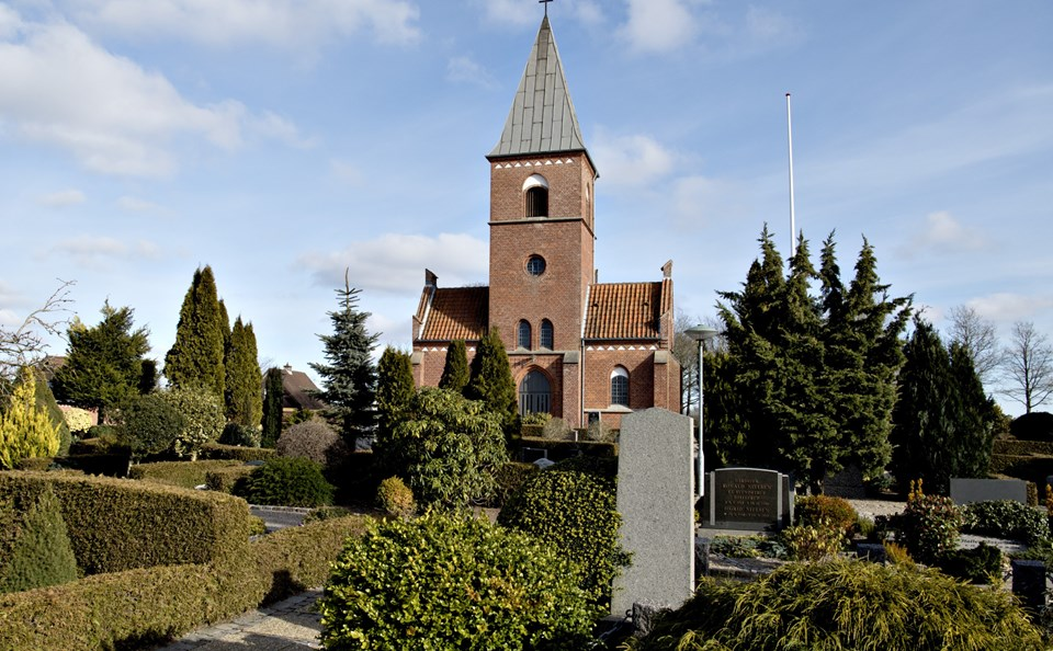 Der er mulighed for at komme til gudstjeneste i blandt andet Hjallerup Kirke.Arkivfoto: Henrik Louis