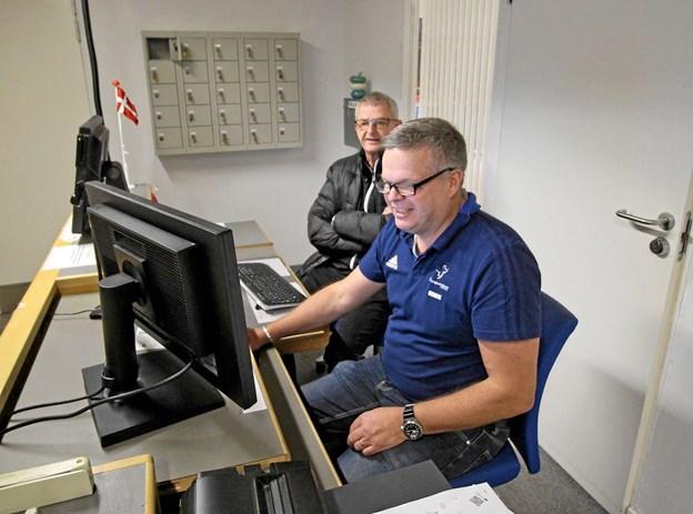 Centerleder Henrik Pedersen sad klar ved computeren for at modtage indmeldelser fra nye medlemmer.Foto: Jørgen Ingvardsen Jørgen Ingvardsen