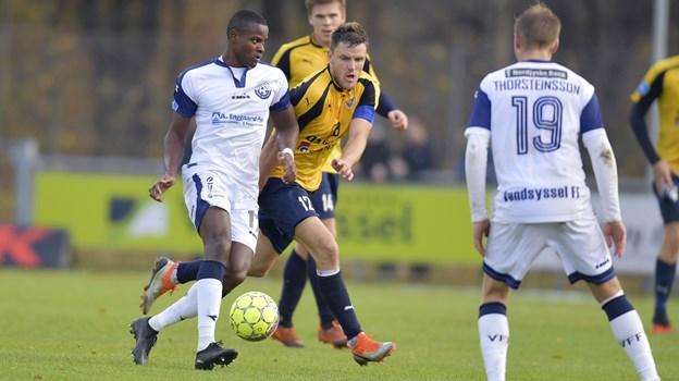 Jonas Brix-Damborg i kamp om bolden sidst, Hobro besøgte Hjørring og da spillede 1-1 med Vendsyssel. Arkivfoto: Bente Poder