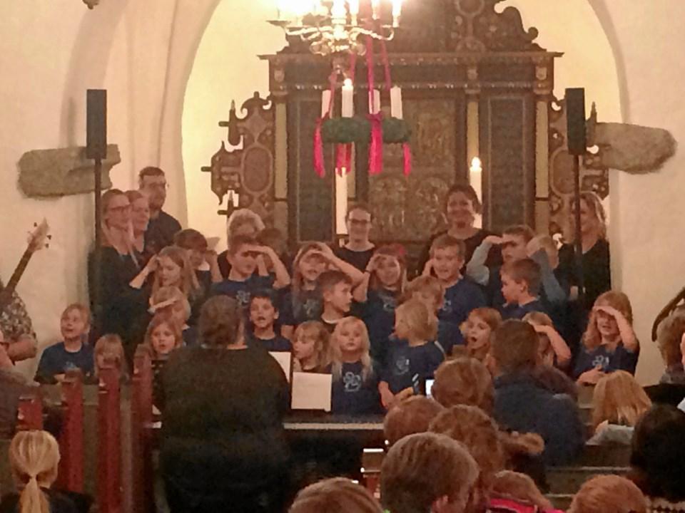 Sammenkomsten i Ravnkilde Forsamlingshus blev afsluttet med en gospel koncert i Ravnkilde Kirke med SFO/indskolingen og Gospel Kor, hvor alle 110 deltagere i prisoverrækkelsen og fællesspisningen var med.