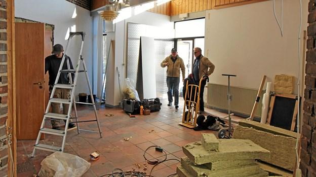 Der arbejdes i øjeblikket på en større udvidelse af Galleributikken. Medarbejdere og håndværkere har fjernet et større depot, hvor der tidligere blev opbevaret bl.a. stole. Foto: Jørgen Ingvardsen