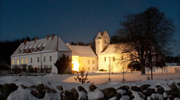 På fjerde søndag i advent og juleaften er der gudstjeneste i Oxholm Kirke. Arkivfoto