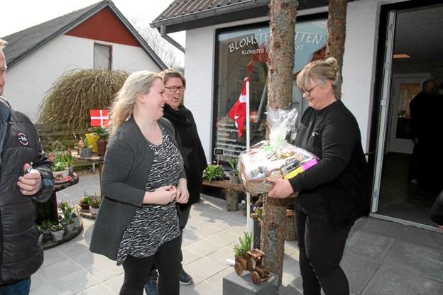 Der var mange som med gaver til receptionen. Foto: Flemming Dahl Jensen