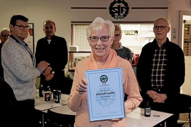 Elsebeth Poulsen er glad, stolt og meget overrasket over udnævnelsen til æresmedlem. ?Foto: Niels Helver