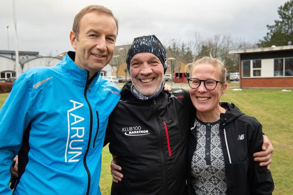 De tre jubilarer. Fra venstre: Søren Vester løb nummer 100, Kaj Westergaard løb nummer 200 og Linda Kempel løb nummer 300.Foto: Hans Ravn